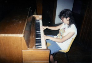1990 talented pianist